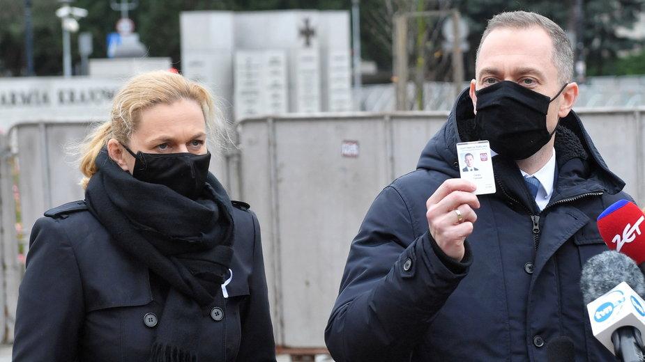Posłanka KO Barbara Nowacka i przewodniczący KP KO Cezary Tomczyk