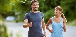Wakacyjne promocje na asortyment sportowy - kupuj taniej modne i praktyczne ubrania, buty czy nowoczesne akcesoria do ćwiczeń!