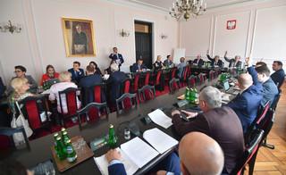 Sejm: Projekt ws. publikacji trzech 'rozstrzygnięć' TK - wraca do komisji