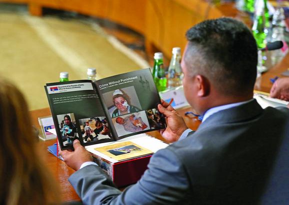 """Svim ambasadorima i šefovima njihovih država podeljena je knjiga """"Hrišćanska baština na Kosovu i Metohiji - istorijska i duhovna postojbina srpskog naroda"""""""