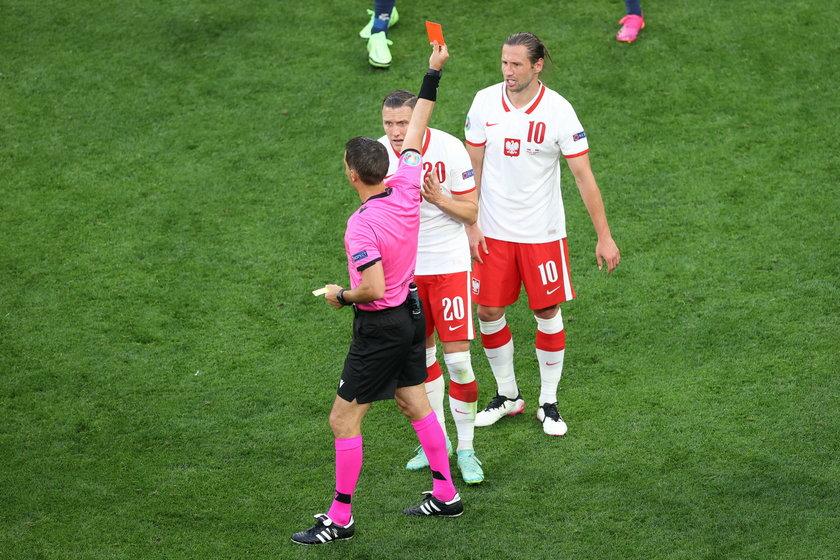 Grzegorz Krychowiak ujrzał czerwoną kartkę w meczu ze Słowacją. Dlatego nie wystąpi w spotkaniu z Hiszpanią