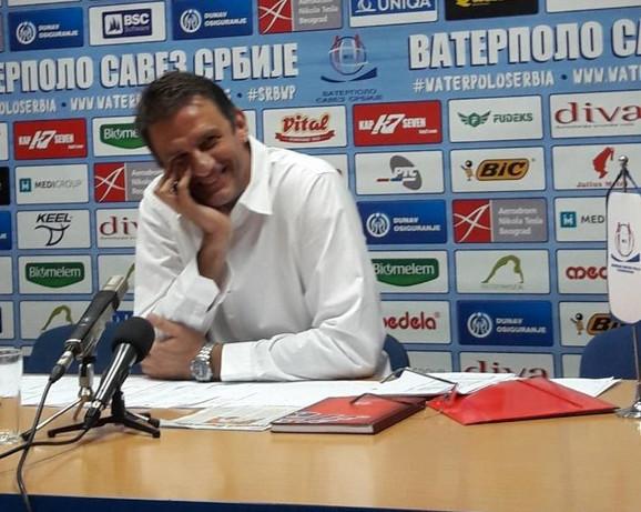Viktor Jelenić tokom obraćanja javnosti povodom situacije sa bazenom na Banjici i Partizanom