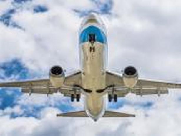 Włosi mogą podróżować na korzystniejszych warunkach niż Polacy, mimo że lecą tym samym samolotem.