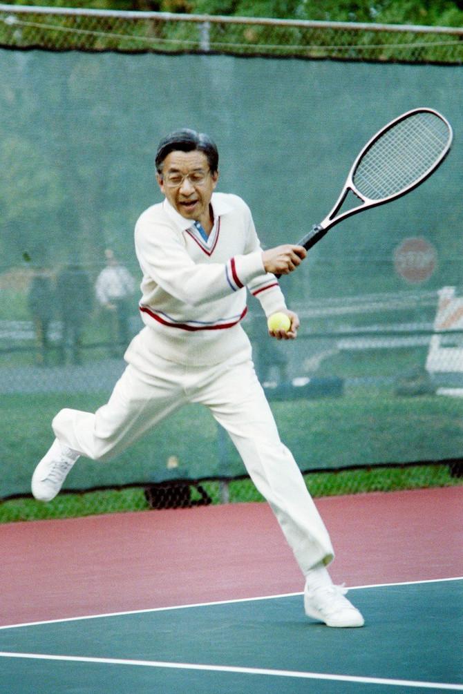 Car je veliki ljubav tenisa koji ga je spojio sa Mičiko