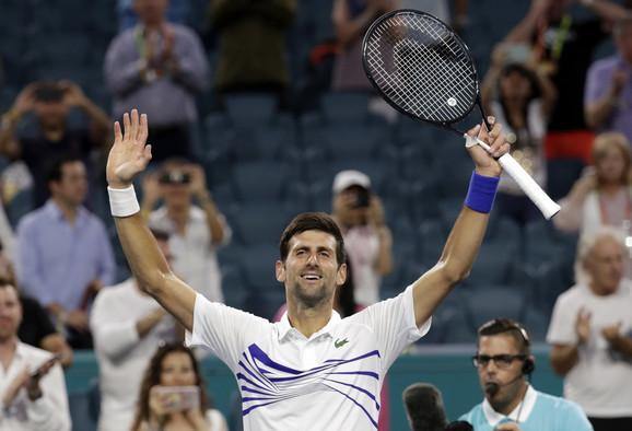 Novak Đoković slavi pobedu nad Federikom Delbonisom