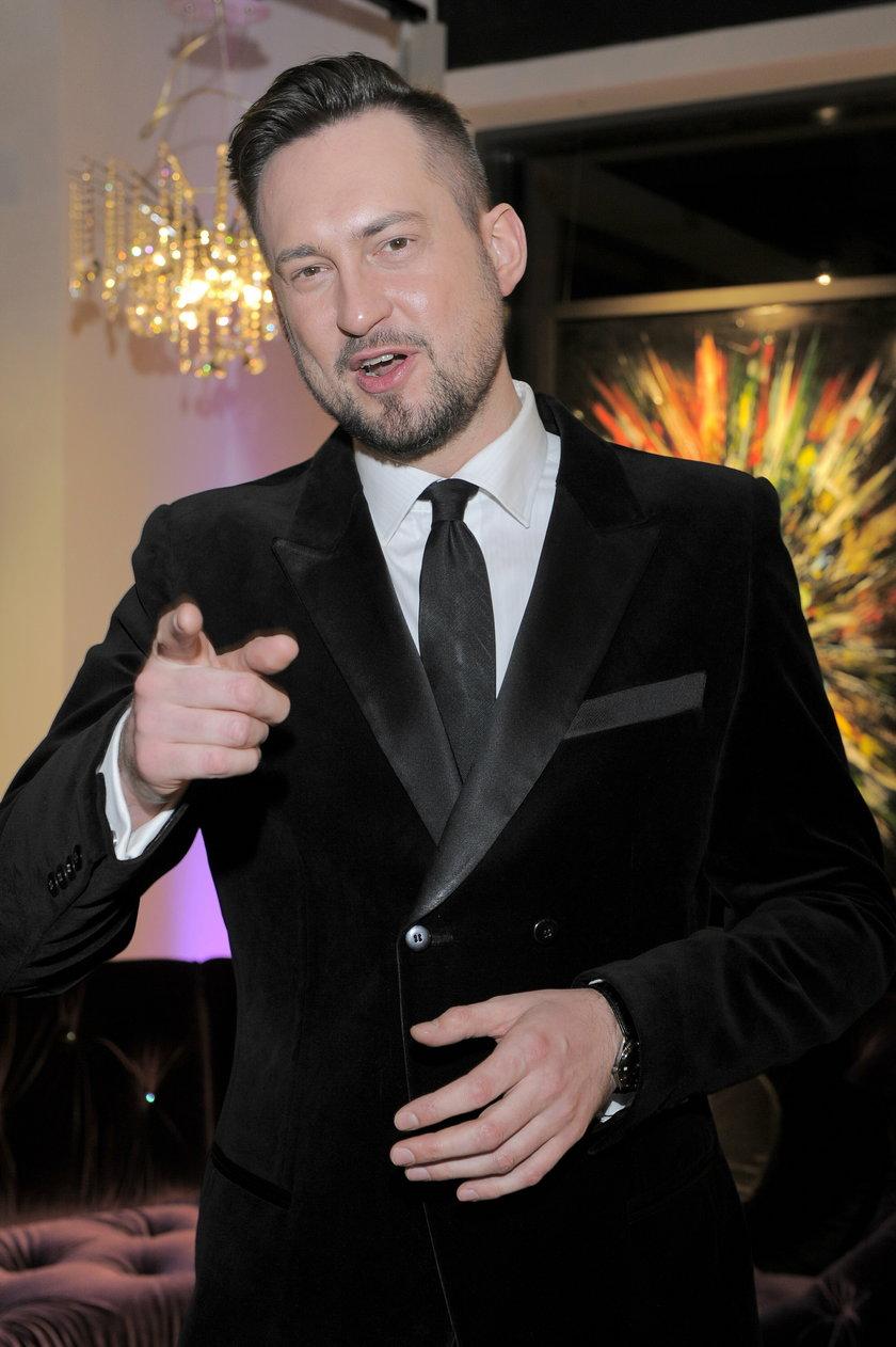 Marcin Prokop w garniturze