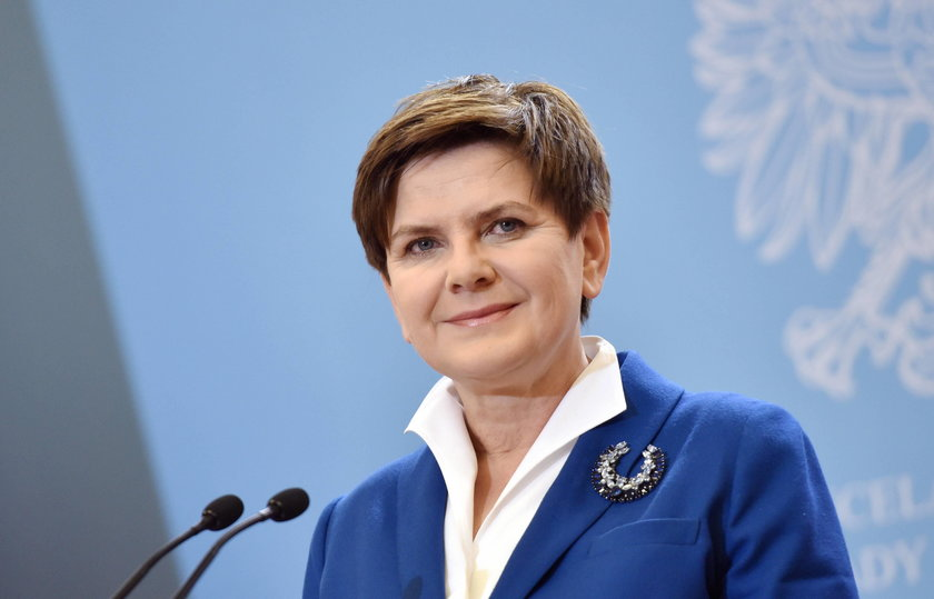Ewa Kasprzyk jako Beata Szydło w filmie Polityka Patryka Vegi