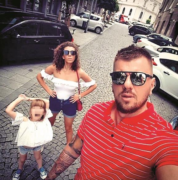 Janjuš sa ženom i detetom
