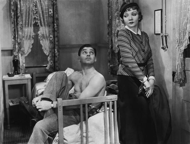 """Clark Gable i Claudette Colbert w amerykańskiej komedii romantycznej """"Ich noce"""" (1934)"""
