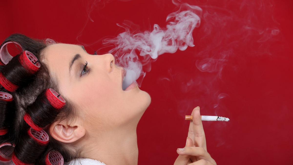 Abba lehet hagyni a dohányzást, hogy igyon egy lányt, de nem hagyhatja abba a markolatot