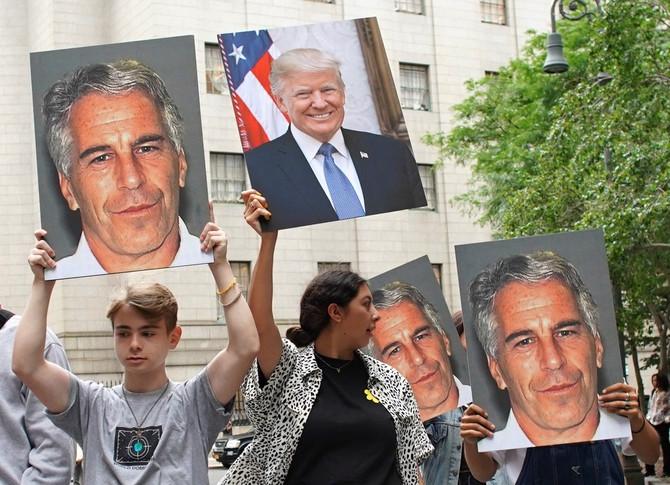 Protesti u Americi prošle godine zbog prijateljstva Trampa i Epstajna
