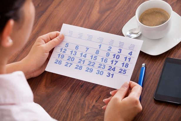 Wątpliwości w zakresie niestosowania ograniczeń terminowej pracy wywołują także przepisy przejściowe.