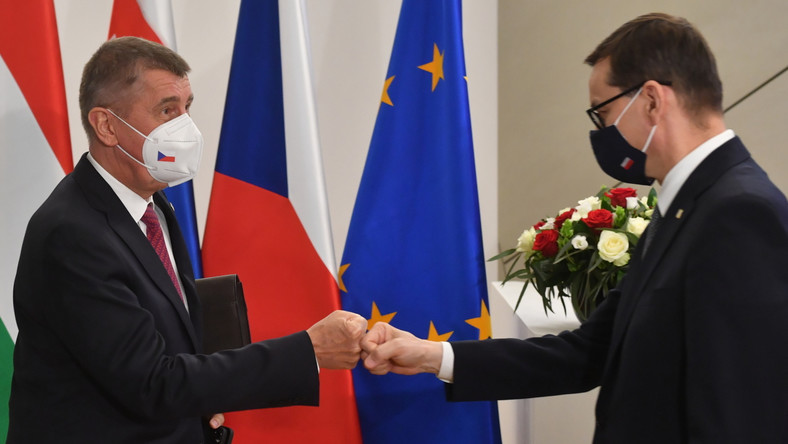 Premier RP Mateusz Morawiecki (P) i premier Czech Andrej Babisz (L)