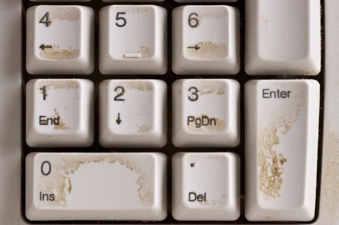 Samo na tastaturi obitava oko 400 hiljada raznih mikroorganizama