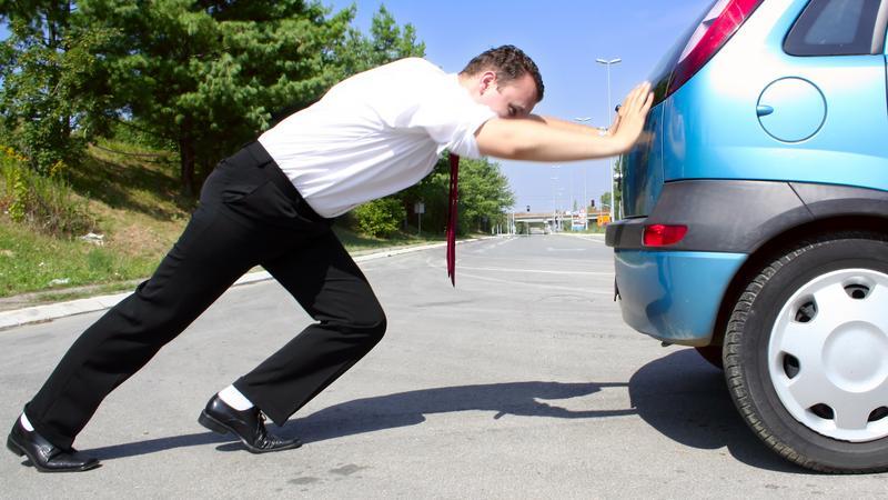 Awaria samochodu zepsuty samochód