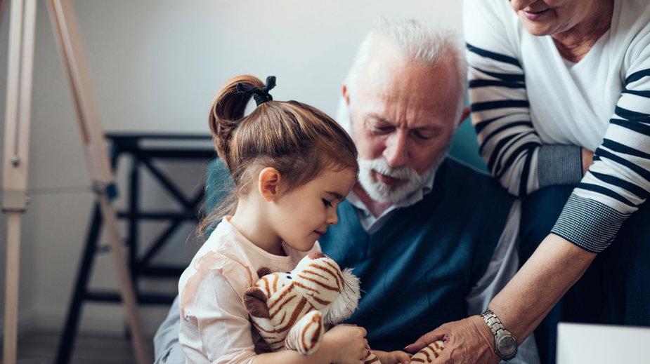 Czy współcześni dziadkowie i babcie chcą opiekować się wnukami?
