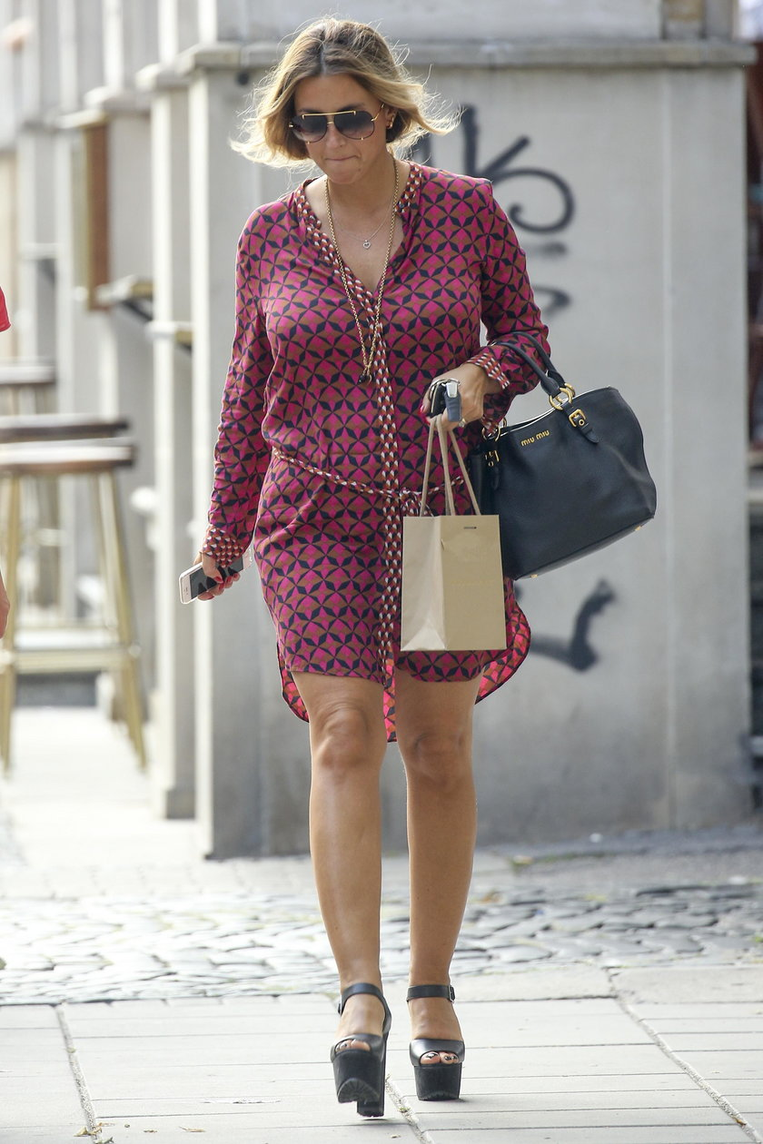 Karolina Szostak w sukience mini