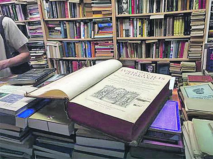 Vranje 22 Crkvene knjige Foto arhiva