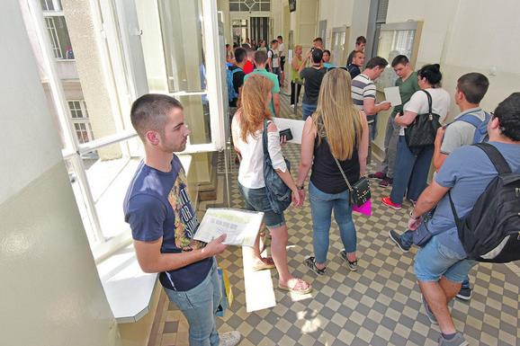 Maturanti požurili sa predajom dokumenata na Građevinski  fakultet