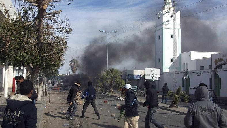 W Tunisie policja znów walczyła z demonstrantami