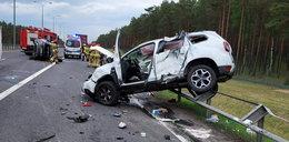 Koszmar na A1. Ciężarówka zderzyła się z osobówkami. Z aut została miazga