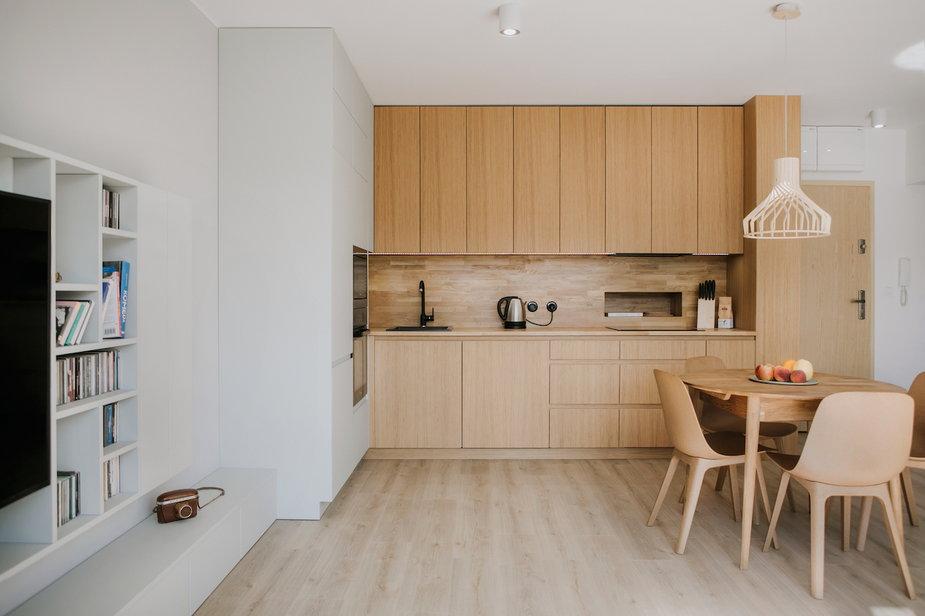 55-metrowe mieszkanie we Wrocławiu. Jest jasne i przestronne