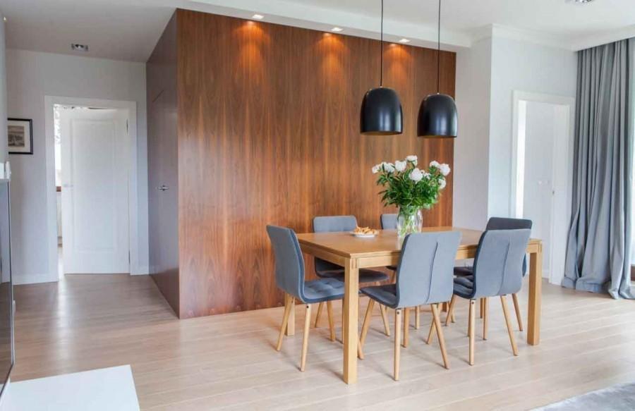 Projektantka zasugerowała zmianę zastanego układu mieszkania.