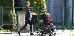 Kaczyńska na spacerze z synkiem. Bardzo chciała go tego nauczyć