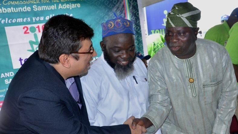 L-R: Managing Director, RB West Africa, Mr Rahul Murgai; Permanent Secretary, Lagos State Ministry of Environment, Engr. Adeyemi Saliu Abidemi and representative of Lagos State governor, Mr Babatunde Hunpe, Special Adviser to the governor on Environment at the 2016 World Toilet Day celebration held in Lagos in partnership with Harpic.