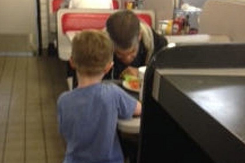 Gest 5-latka poruszył bezdomnego!