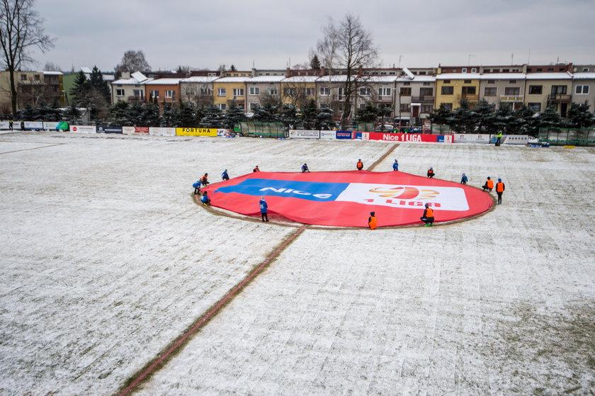 Pilka nozna. Nice I liga. Puszcza Niepolomice - Zaglebie Sosnowiec. 17.03.2018