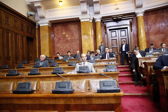 Radoslav Milojičić Kena (sedi, centar fotografije)