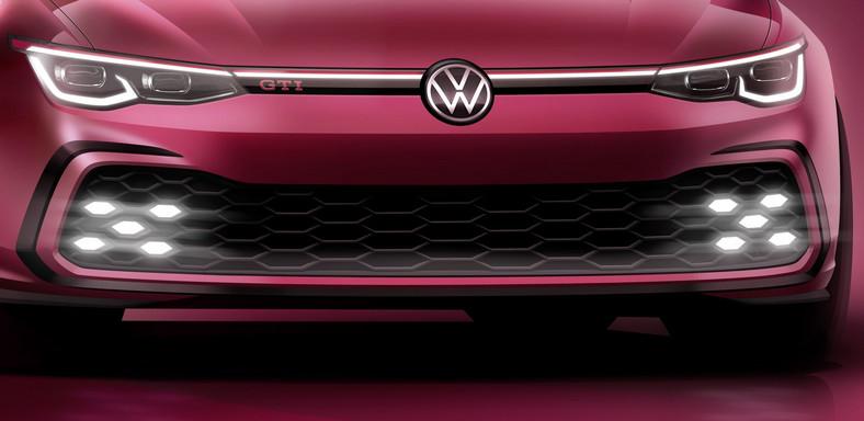 Volkswagen Golf GTI nowej generacji.Przedni zderzak z krawędziami w formie charakterystycznej dla modeli GTI i z kratką o wzorze plastra miodu. Pas LED łączący reflektory to opcja