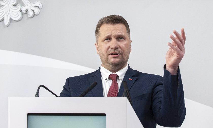 Minister Przemysław Czarnek zamierza bronić Kościoła i Polski przed dechrystianizacją.