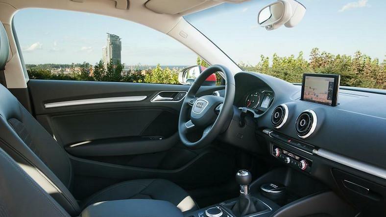 Audi zaprezentowało właśnie najnowszą odsłonę modelu A3. To właśnie ten samochód stworzył nowy segment rynku, czyli auta kompaktowe z wyższej półki. Od 1996 roku klienci kupili już grubo ponad 2,5 miliona egzemplarzy A3. Teraz producent chce tę liczbę zwielokrotnić…