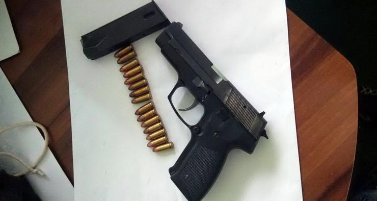 Zaplenjen pištolj