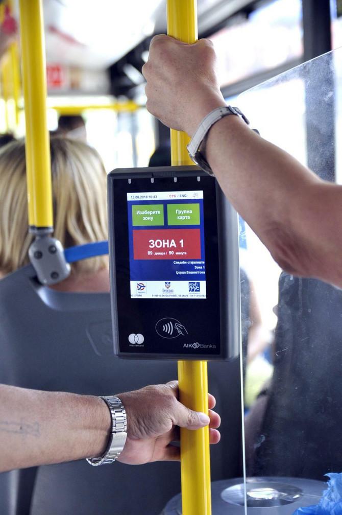Preporučuje se nošenje rukavica u javnom prevozu, a po izlasku iz autobusa operite ili dezinfikujte ruke