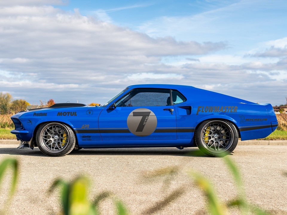 Ford Mustang Mach 1 UNKL stuningowany przez Ringbrothers