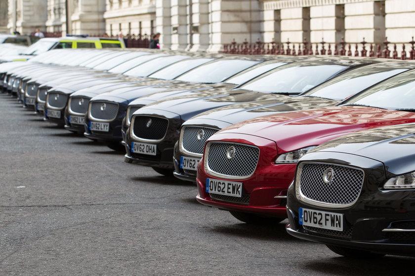 Jaguary i Land Rover w fabryce w Anglii.