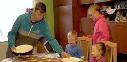 Cała Polska pomaga Mateuszowi. Po śmierci mamy wychowuje czwórkę rodzeństwa