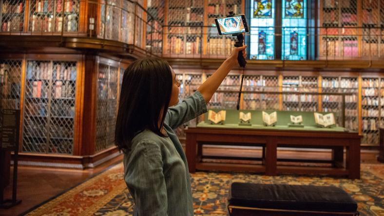 Meeting old masters, rowing with vikings -- in augmented reality