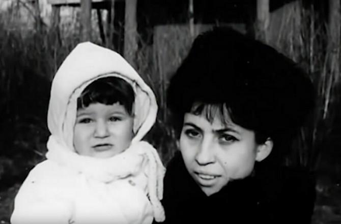 Isidora Bjelica sa majkom
