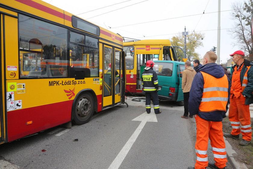 Wypadek na skrzyżowaniu al. Mickiewicza i al. Jana Pawła II