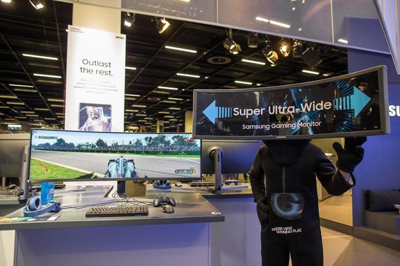Samsungovi novi zajrivljeni monitori namenjeni gejmerima