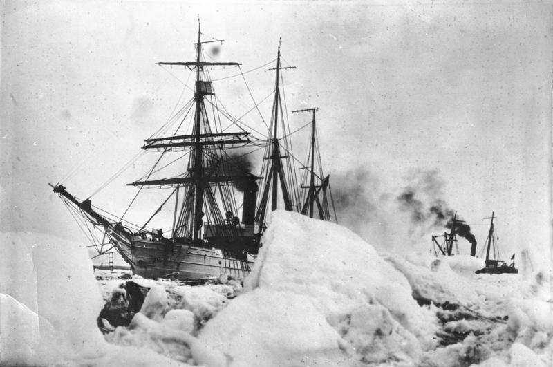 Statek ekspedycji Byrda uwięziony w lodzie na biegunie południowym, 1930 r.