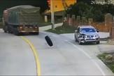 YT_gume_padaju_na_automobil_vesti_blic_safe