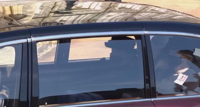 Automobil u kojem se nalazi kraljica Elizabeta II