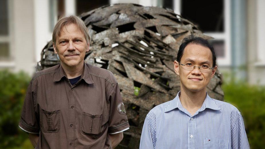 Prof. dr Ulf-G. Meißner (L) i dr Chien Yeah Seng