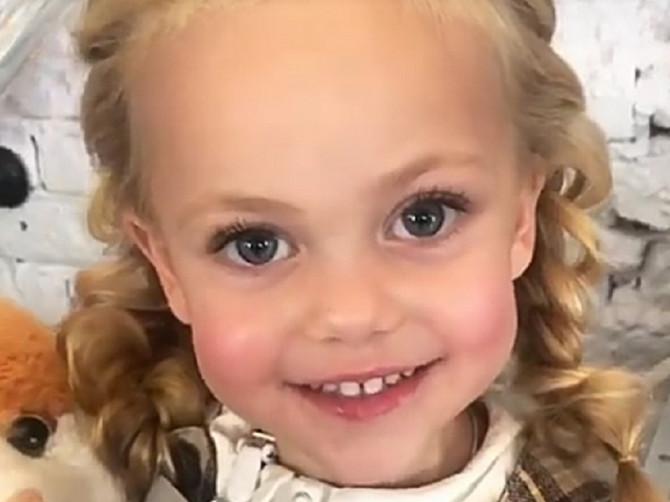 Za Violetu kažu da je najlepša devojčica na svetu: Ima samo četiri godine i 160 hiljada pratilaca na Instagramu - pitaćete se da li je ovo u interesu deteta