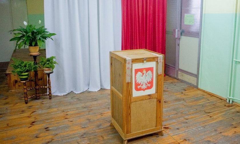 Likwidacja ciszy wyborczej, uchylenie Kodeksu Wyborczego, wygaśnięcie kadencji PKW, czy obowiązek powtórzenia wyborów w przypadku 5 proc. nieważnych głosów to tylko kilka z pomysłów Ruchu Kontroli Wyborów.